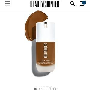NWT Beautycounter skin twin foundation dark 550